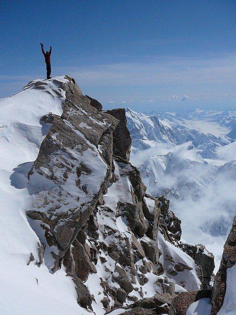 mountain-climber-899055_640
